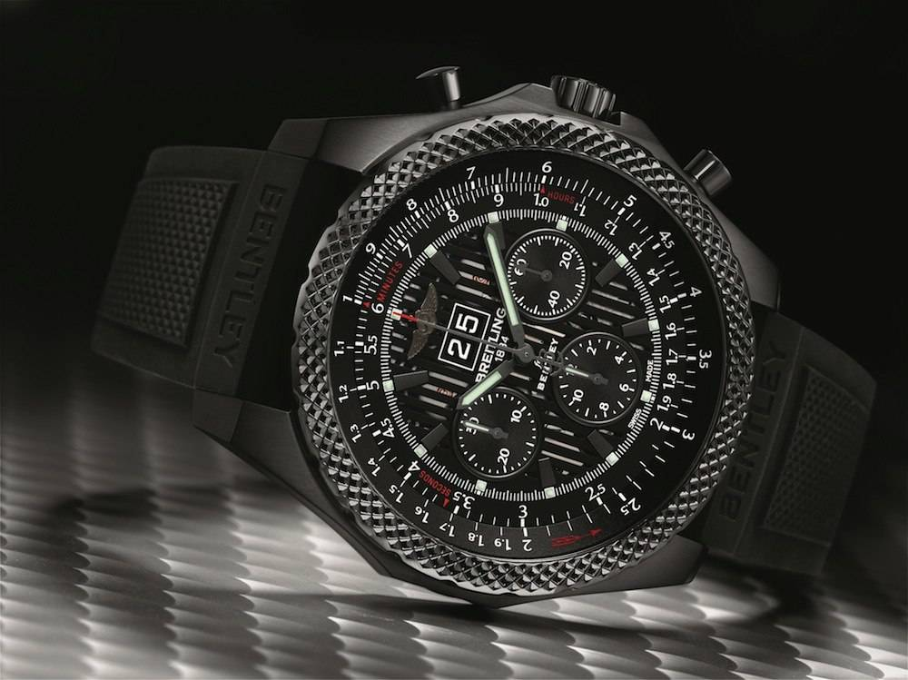 Breitling for Bentley 6.75 Midnight Carbon_Angle